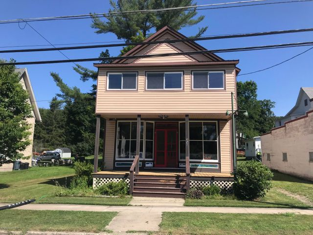 Spacious 3 bedroom apartment above a retail/office area.  Deck overlooking a nice backyard for your summer activities.  Also a great sun-room is an added bonus to the rental.  Tenant also pays electric and water.  This is a traditional style home.