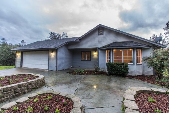 13707 Broken Branch Trl, Redding, CA 96003