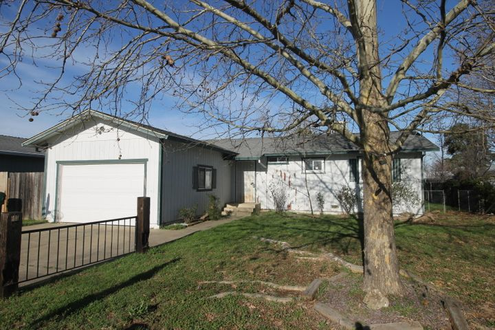 1554 1st St, Anderson, CA 96007