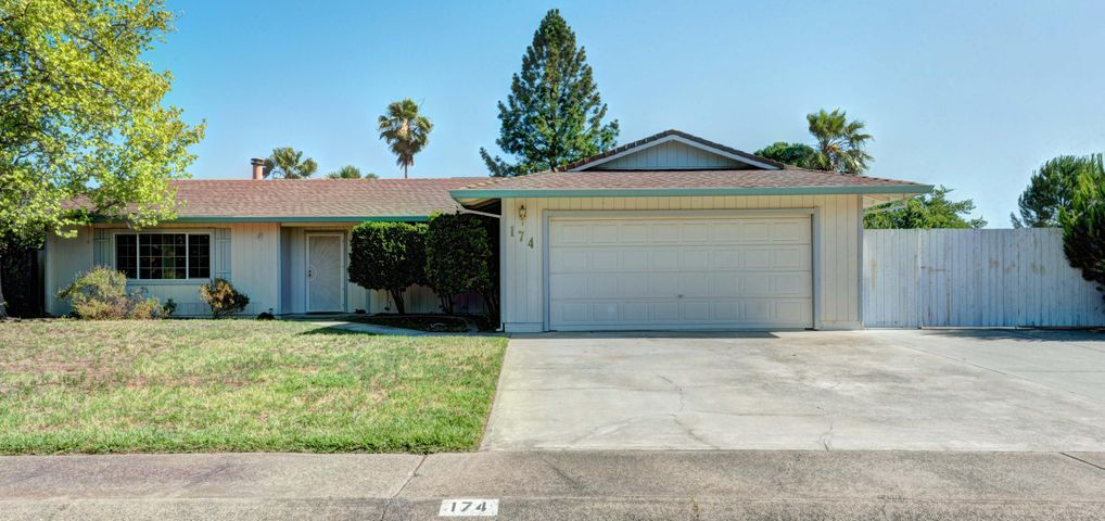 174 Woodhill Dr, Redding, CA 96003