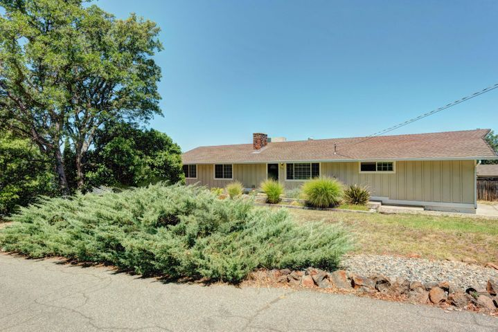 1316 Oakdale Ln, Redding, CA 96002