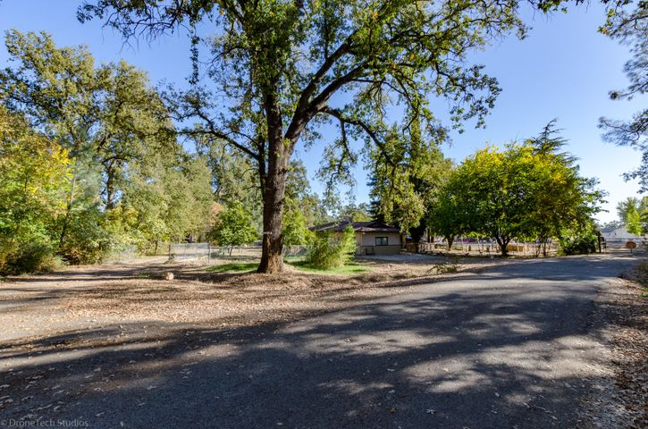 11445 Deschutes Rd, Bella Vista, CA 96008