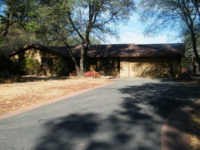 17582 China Gulch Dr, Anderson, CA 96007