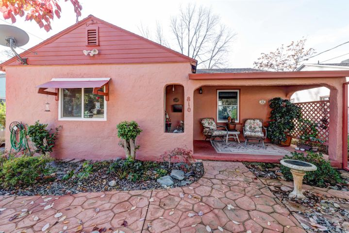 810 Lakeview Dr, Redding, CA 96001