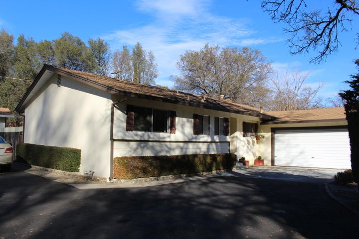 1582 Canyon Rd, Redding, CA 96001