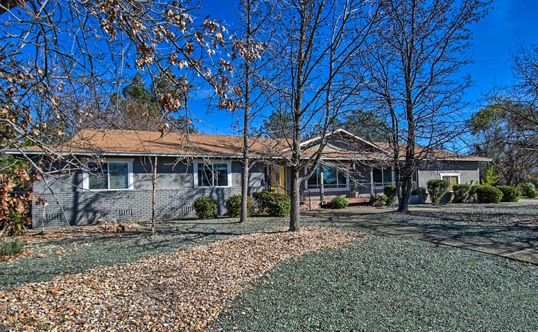 3054 Panorama Dr, Redding, CA 96003