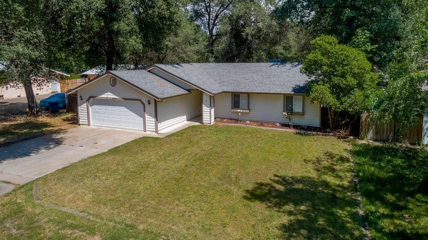 6121 Emerald Ln, Redding, CA 96001