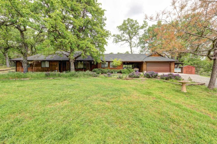 13518 Valley Creek Ln, Redding, CA 96003