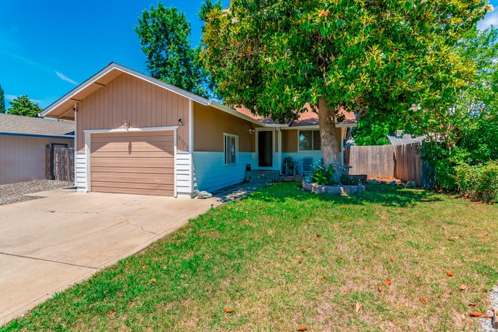2555 Holly St, Anderson, CA 96007