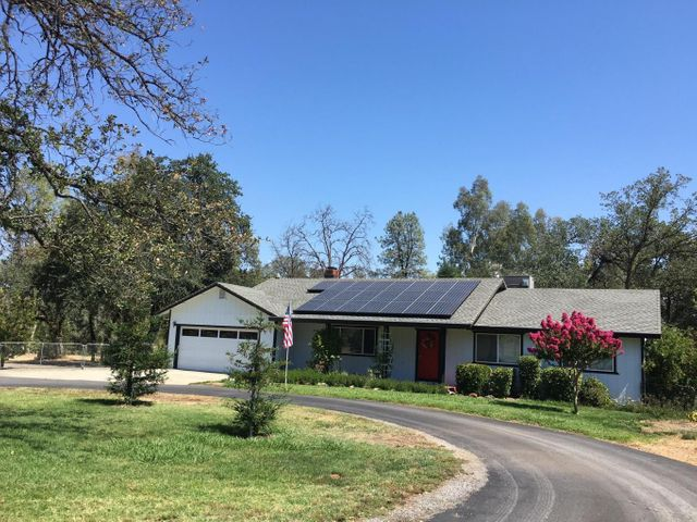 11411 Suggie Ln, Redding, CA 96003