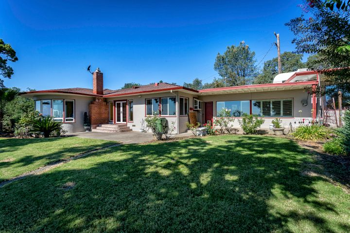 375 Rosemary Ln, Redding, CA 96003
