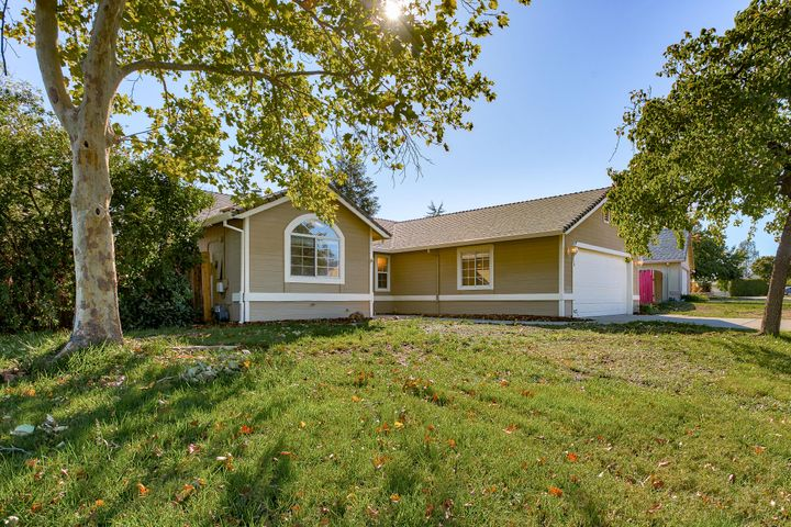 738 Springer Dr, Redding, CA 96003