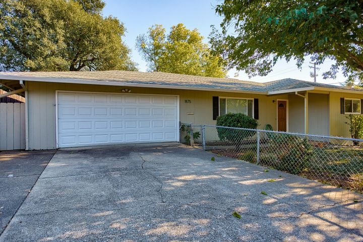 1875 7th St, Redding, CA 96001