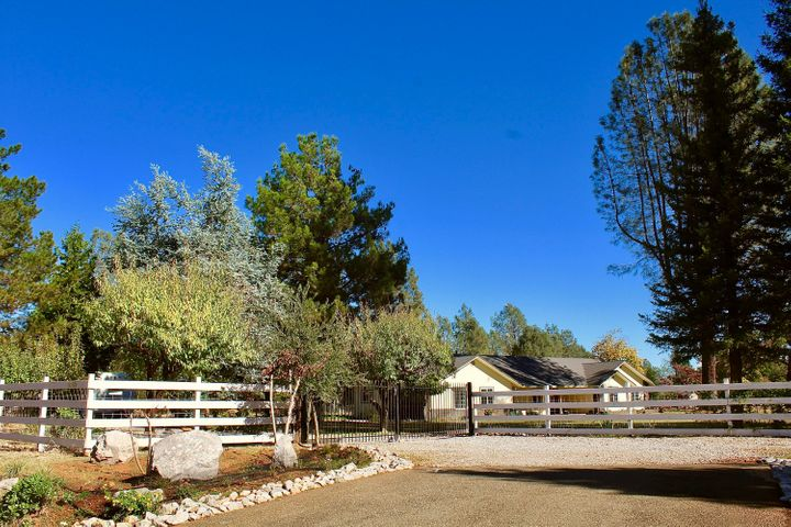 6683 High Valley Rd, Anderson, CA 96007