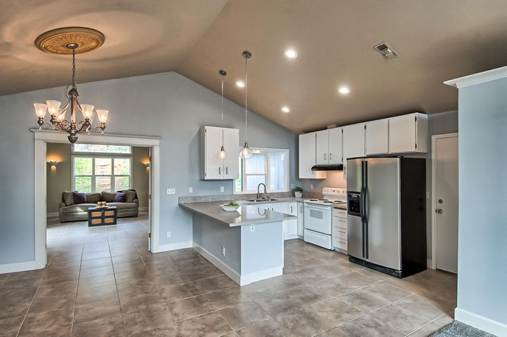 496 Bedrock Lane, Redding, CA 96003