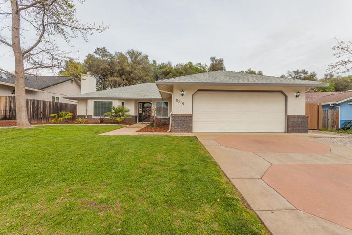 3719 Canterbury Dr, Redding, CA 96002