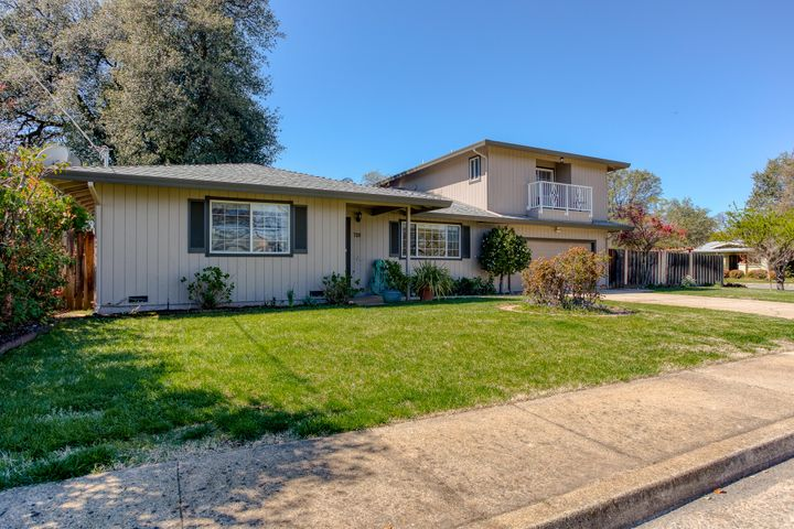 720 Lakeview Drive, Redding, CA 96001