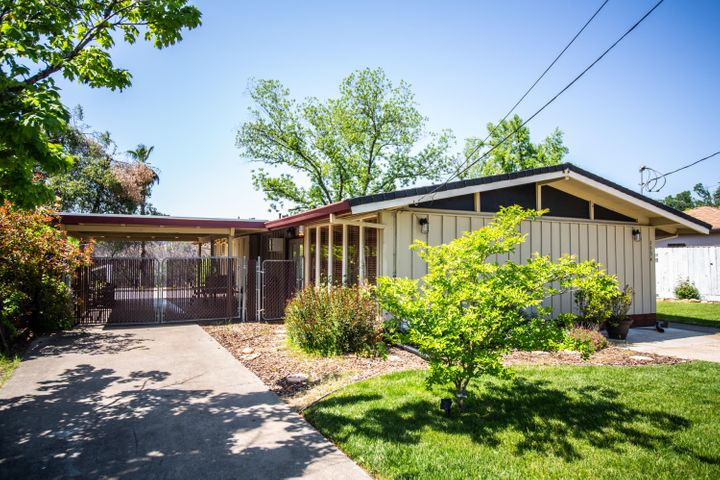 1534 Ridge Dr, Redding, CA 96001