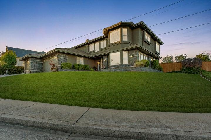 985 River Bend Rd, Redding, CA 96003