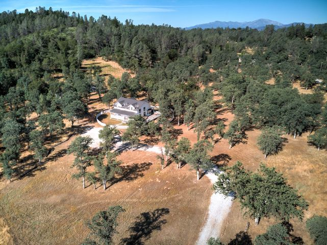 20163 Sunrise Dr, Redding, CA 96003