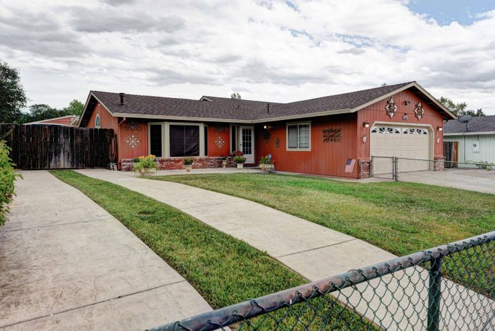 3341 Billings Dr, Redding, CA 96002