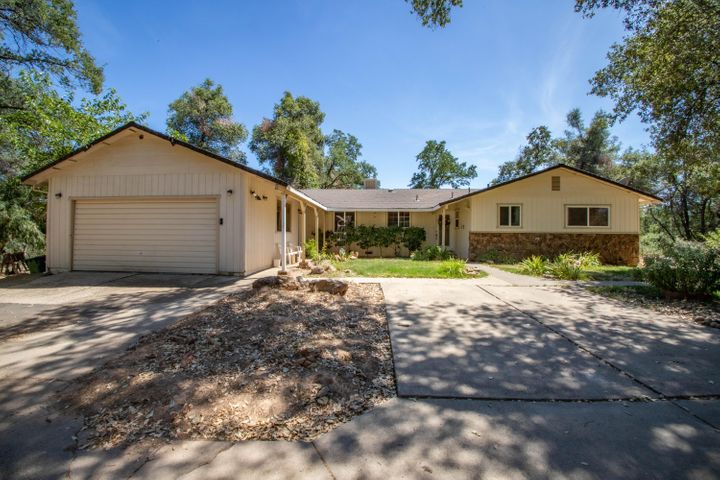 15833 Tadpole Creek Ln, Redding, CA 96001