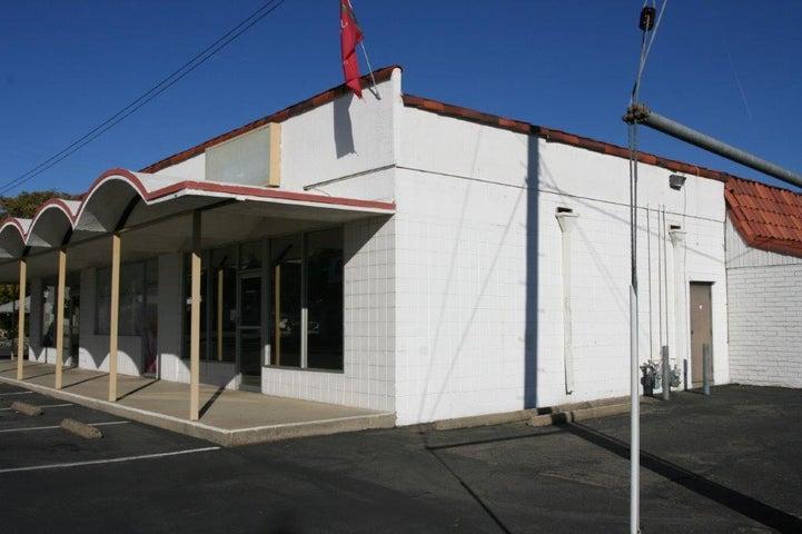 2451 Athens Ave, Redding, CA 96001