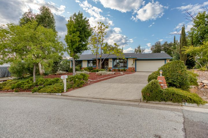 318 Kamp Way, Redding, CA 96003