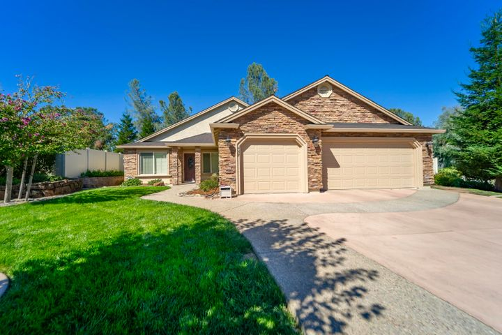 437 Spire Point Dr, Redding, CA 96003