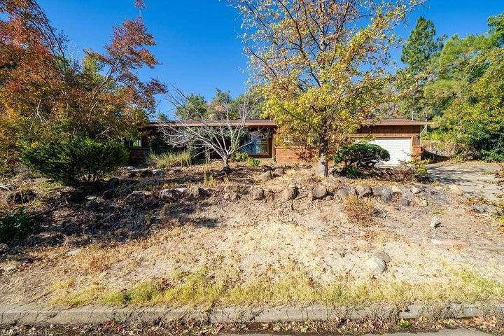 2230 Oak Ridge Dr, Redding, CA 96001