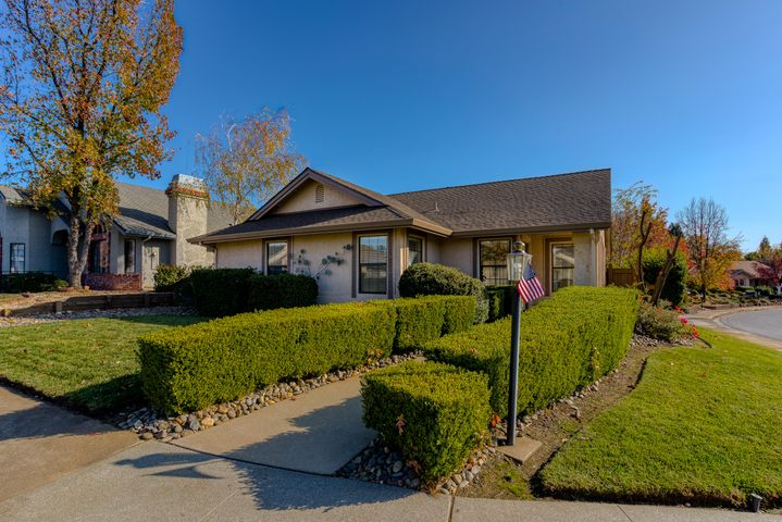 1911 Vineyard Trl, Redding, CA 96003