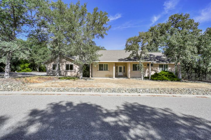 14533 Woodland Hills Dr, Red Bluff, CA 96080