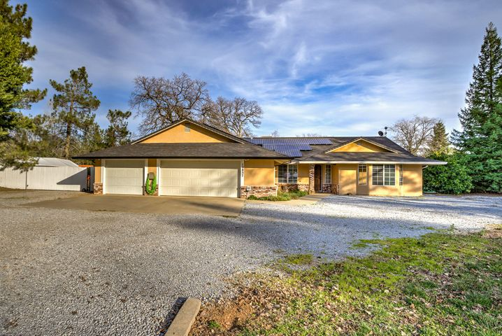 12837 Old Oregon Trl, Redding, CA 96003