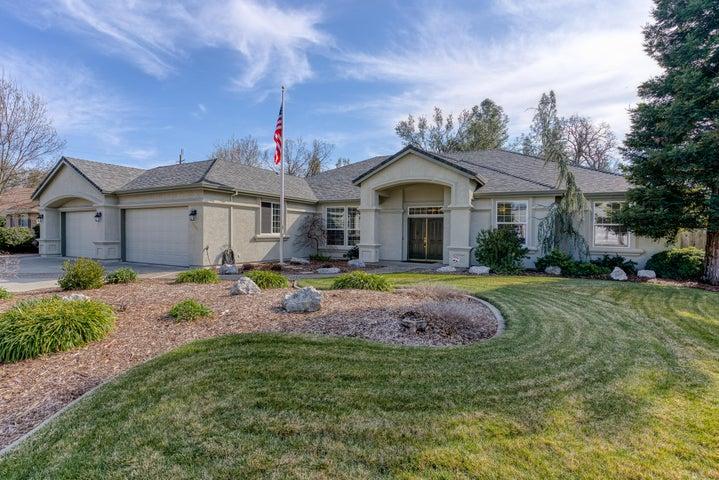 3061 Madison River Dr, Redding, CA 96002