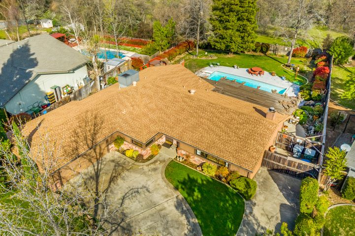 488 Woodhill Dr, Redding, CA 96003