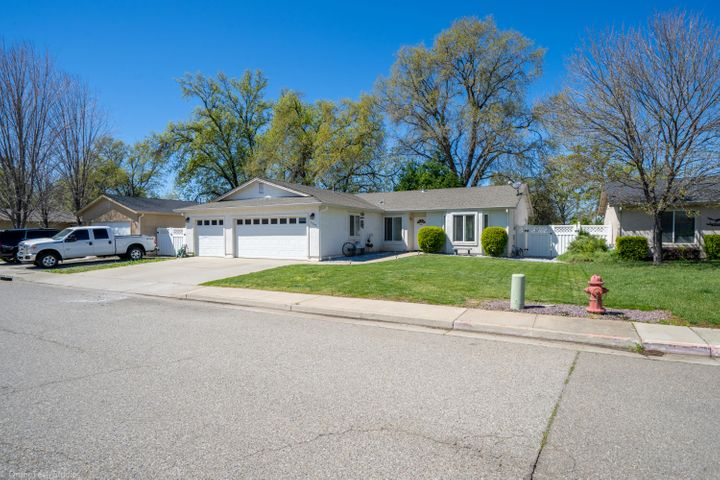 3592 Bearwood Pl, Anderson, CA 96007