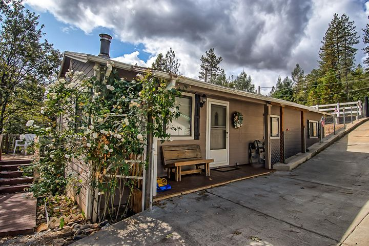 20761 Mammoth Dr, Lakehead, CA 96051