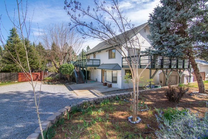 20459 Lakeview Dr, Lakehead, CA 96051