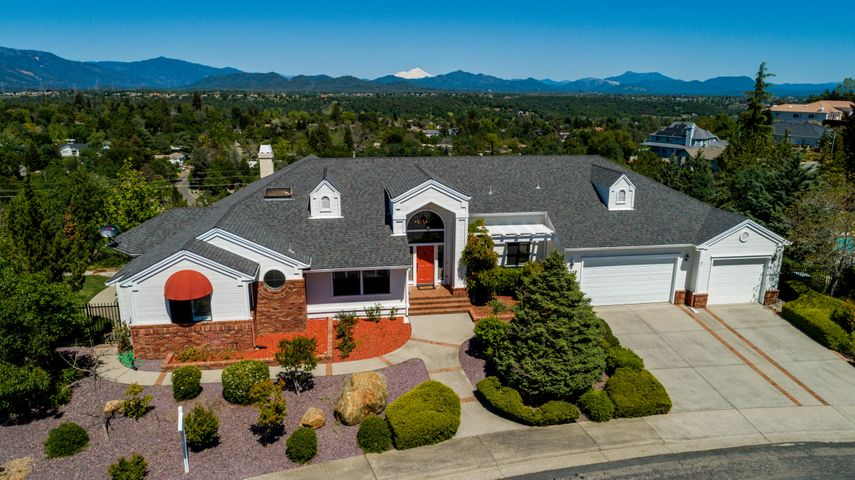 3559 Stone Ridge Pl, Redding, CA 96001
