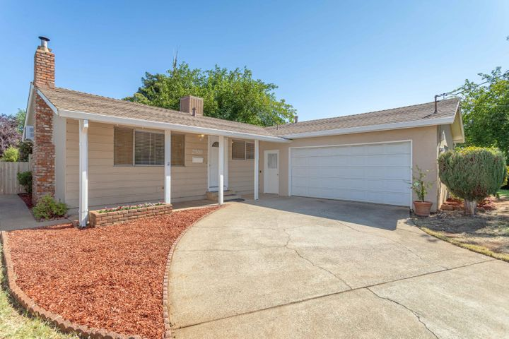 2500 Belladonna St, Redding, CA 96002