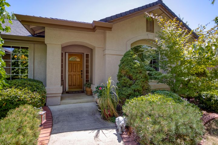 2063 Princeton Way, Redding, CA 96003