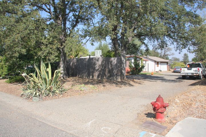 1065 Deodar Way, Redding, CA 96003