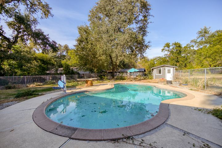 5845 Bell Rd, Redding, CA 96001