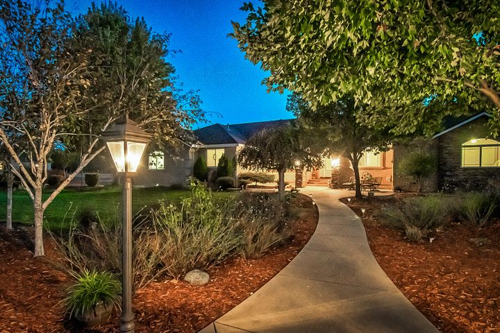 21075 Falling Leaf Rd, Redding, CA 96003