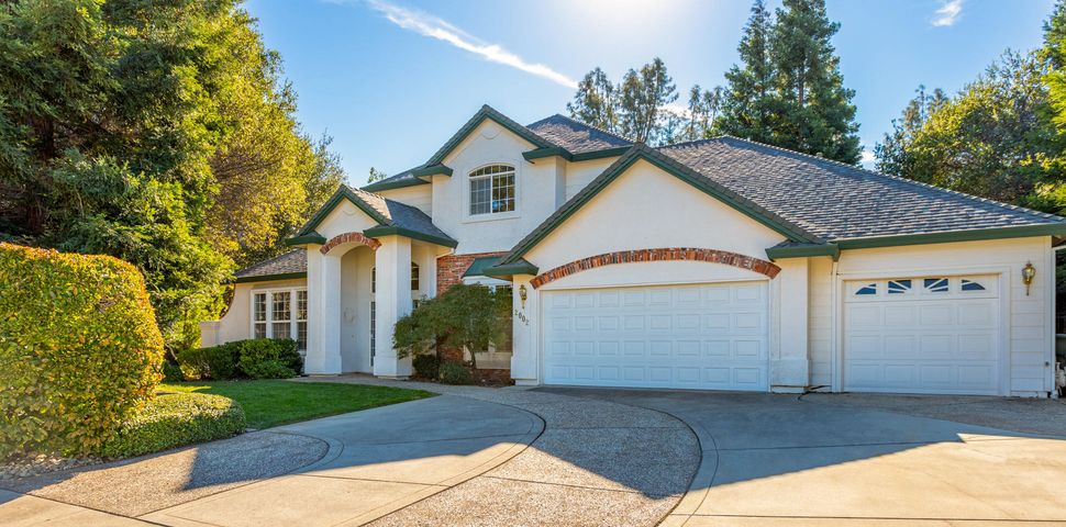 2002 Hope Ln, Redding, CA 96003