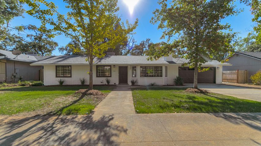 2411 Snow Ln, Redding, CA 96003