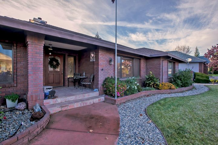 2897 Panorama Dr, Redding, CA 96003
