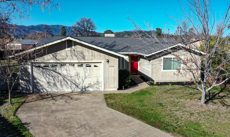 1098 Camelot Ct, Redding, CA 96003