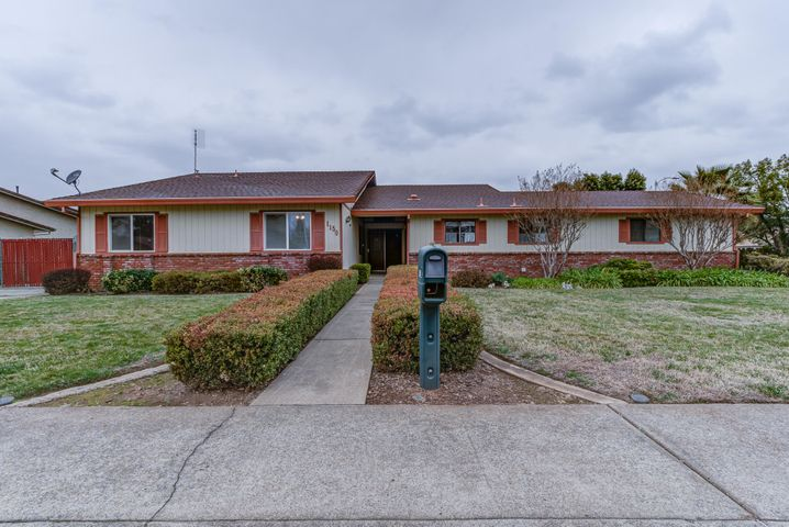 1150 Pineland Dr, Redding, CA 96002