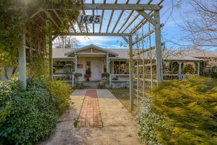 1445 Dusty Ln, Redding, CA 96002